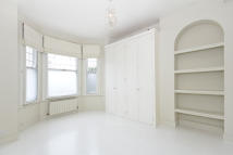 Flat to rent in Trinity Road, London...