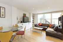 1 bedroom Ground Flat for sale in Earlsfield Road, London...