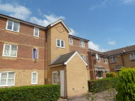 2 bed Ground Flat in Donald Woods Gardens...