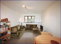 1 bed Flat to rent in Woodvale Way, The Vale...