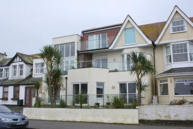 Golden Bay Apartment