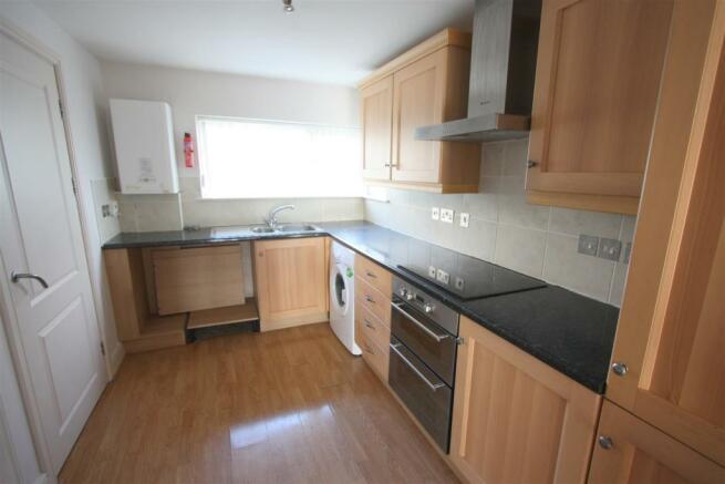 16 Longshore Apartments Kitchen