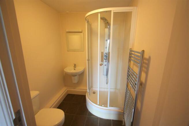16 Longshore Apartments En Suite Shower