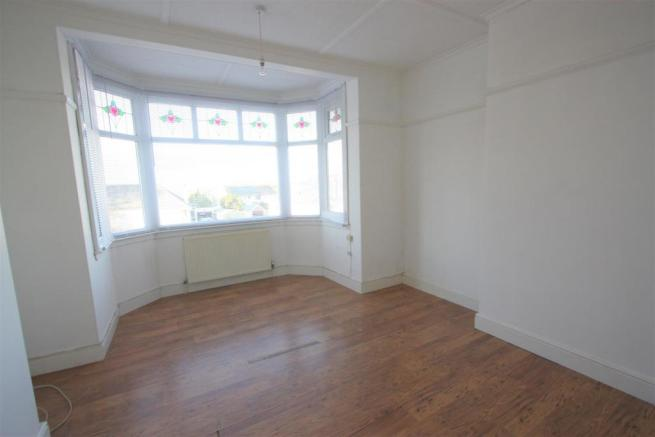 104 Henver Road Bedroom 1.JPG