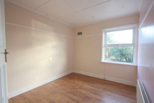 104 Henver Road Bedroom 2.JPG
