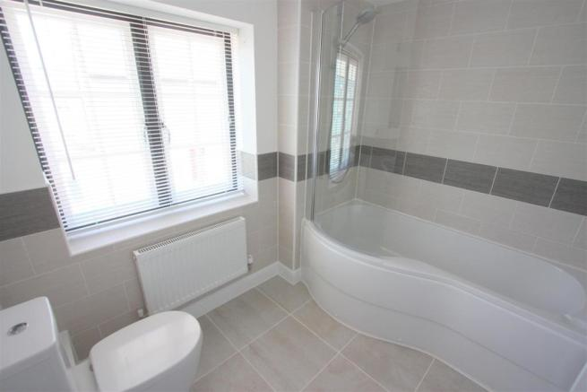 30 Stret Constantine Bathroom