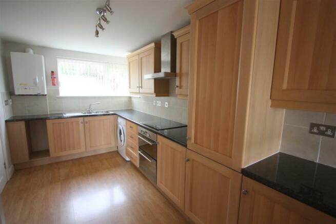 8 Longshore Apartments Kitchen