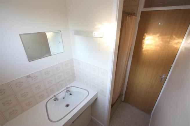 Flat A Stones Throw Shower Room