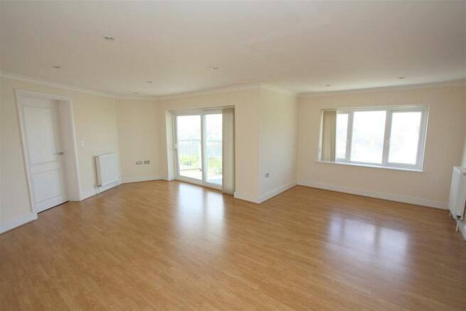 12 Longshore Apartments Lounge
