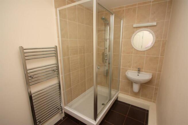 12 Longshore Apartments En Suite Shower