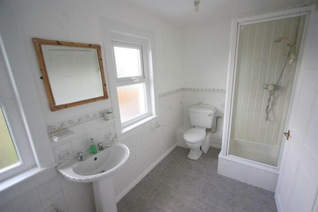 10 Cross Close Bathroom