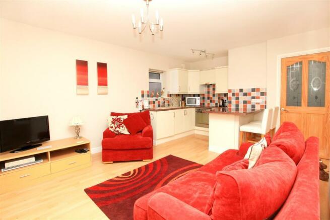 Annex - 7 Eliot Gardens Lounge and Kitchen