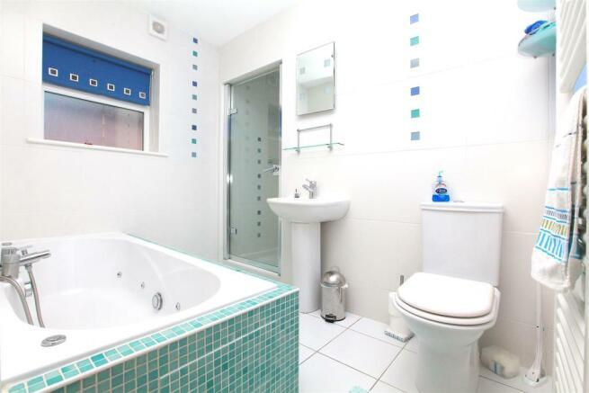 Annex - 7 Eliot Gardens Bathroom