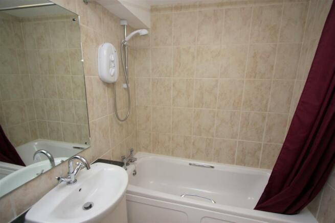 8 Jenkins Court Bathroom