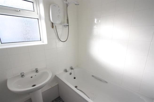 First Floor Flat 38, Tower Road Bathroom