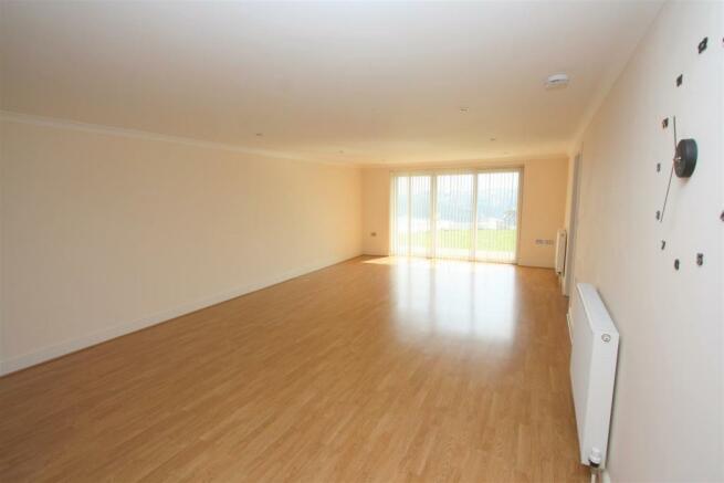 7 Longshore Apartments Lounge