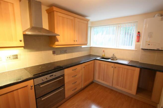 7 Longshore Apartments Kitchen