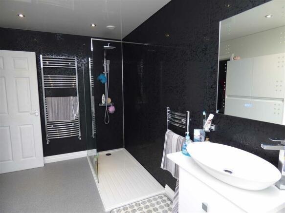 En suite / Bathroom