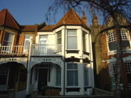 Flat to rent in Woodside Road Wood Green...