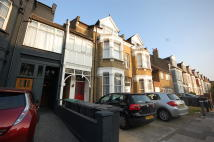2 bed Flat to rent in Palmerston Road Bowes...