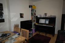 Ground Flat to rent in Station Crescent, London...