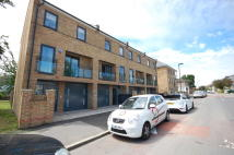4 bedroom Town House to rent in Nightingale Road Wood...