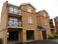 Flat to rent in Fenners Marsh, Gravesend...