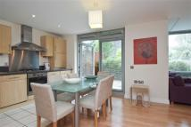 Hunt Close Flat to rent