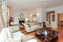 Apartment for sale in Oakwood Court, London