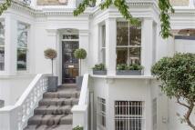 5 bed Terraced property in Abingdon Road, London