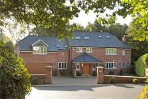 6 bedroom Detached house in Chelford Road, Prestbury...