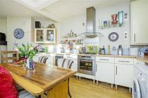 2 bed property in Abercrombie Street...