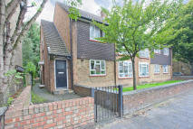 3 bedroom Ground Flat to rent in Norwood Road, London...