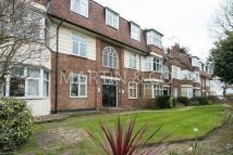 Apartment in Oakhurst Court...
