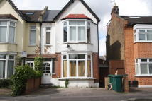 Addison Road Studio flat to rent