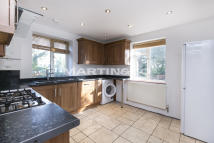 Apartment to rent in Oakhall Court, Wanstead