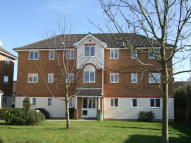 2 bed Flat in COURTLANDS CLOSE...