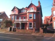 Flat to rent in Queens Road, Felixstowe...