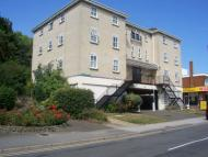 Flat to rent in Undercliff Road West...