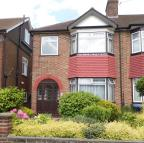 3 bed End of Terrace house in Lynmouth Avenue, Enfield...
