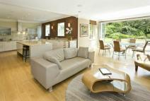 5 bed Detached property in Wentworth Estate