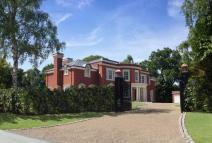 5 bedroom new home in Wentworth Estate