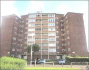 Flat in Curzon Crescent, Barking...