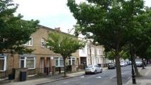 3 bed house in Robinson Road, London