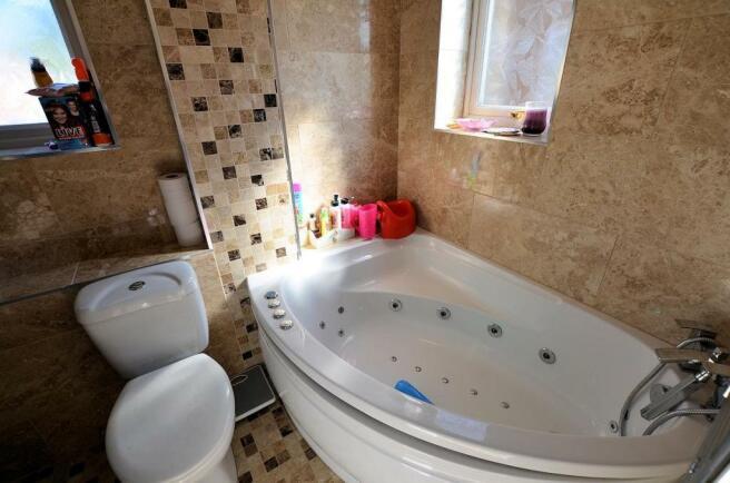 Bathroom a.jpg
