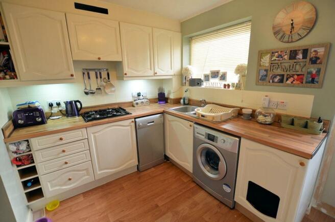 Denby Way Kitchen 3.jpg