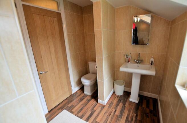 Ensuite shower room.jpg