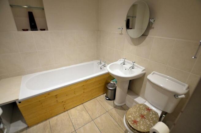 1st floor bathroom.jpg