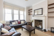 2 bed Ground Flat in Louisville Road, Balham...