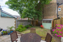 2 bed Ground Flat for sale in Telford Avenue...